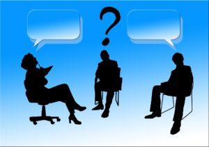 ビジネスパーソン3人が話し合う様子|部下には伝えた情報の7割しか理解されない|部下への指示が伝わらない3つの理由|KEN'S BUSINESS|部下への伝え方