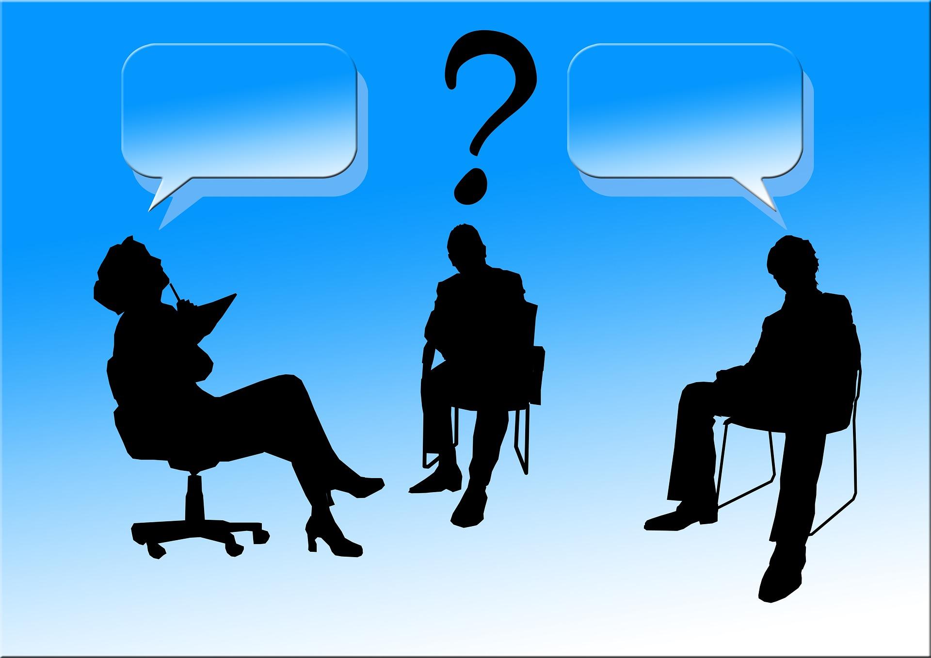 ビジネスパーソン3人が話し合う様子 KEN'S BUSINESS(ケンズビジネス) 職場問題の解決サイト中間管理職・サラリーマン・上司と部下の「悩み」を解決する情報サイト