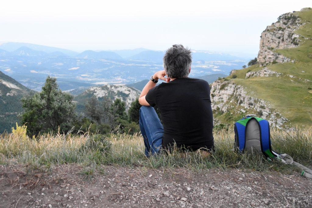 山のふもとにいる人は頂上の景色がわからないもの|登山の写真|部下育成に発達心理学を応用する|KEN'S BUSINESS